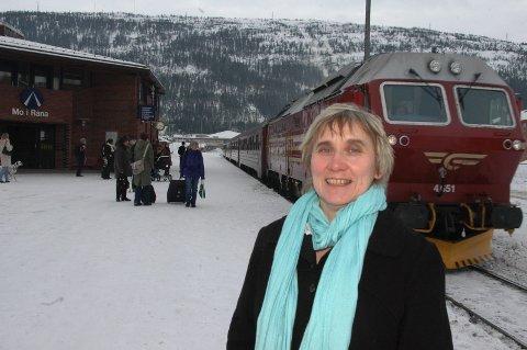 GLAD:Etter fem år har Inga Kvalbukt fått gjennomslag for at langstrekket fra Bodø til Trondheim skal kjøres med lok og vogner ? ikke Agenda. (Foto: Arne Forbord )
