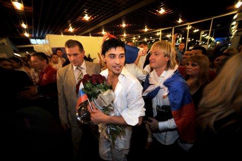 "Dima Bilan fra  Russland vant Melodi Grand Prix 2008 med låta ""Believe""."