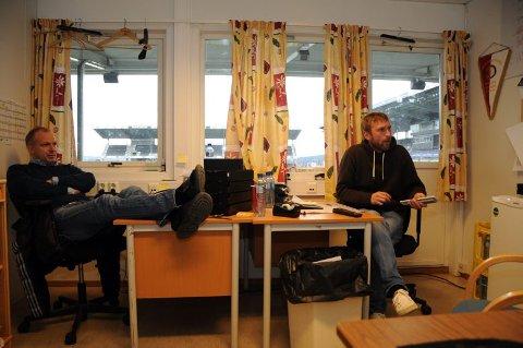 PÅ PLASS: Dag-Eilev Fagermo og Jan-Frode Nornes var tilbake på kontoret i går. Her legges planene for neste sesong - med utgangspunkt i evalueringen av 2010.