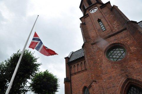 Det flagges på halv stang over hele landet i dag.