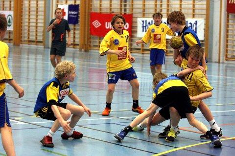 SILs Gutter 14 kvalifiserte seg til 1. divisjon med de beste lagene i regionen, og har så langt vunnet tre av fire kamper der. Der møter de også Steinkjer, som de spilte finale mot som Gutter 12 i Tusse Cup i 2010 (bildet).