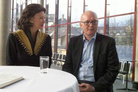 Anders Beyer er ny direktør for festspillene i Bergen. Her med styreleder Åse Kleveland ved sin side.