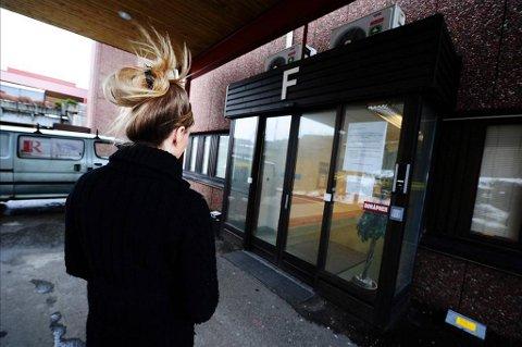 RYSTET: Moren til 19-åringen er rystet over behandlingen datteren fikk på den kommunale legevakten i Kristiansund.