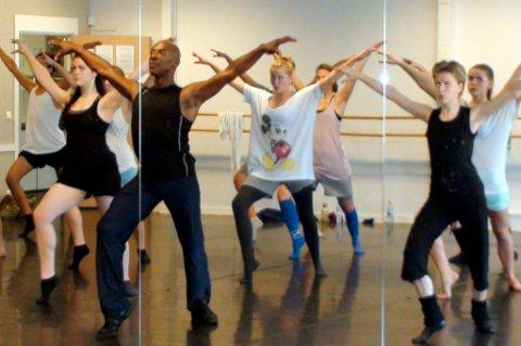 Bårdar Akademiet tilby fra og med dette skoleåret 1-årig yrkesforberedende utdanning i dans og musikkteater i Tvedestrand.
