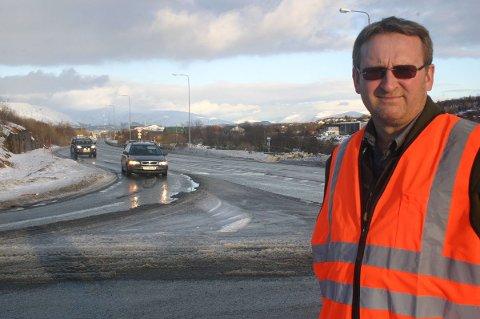 Kommer det en trailer først, ser man ikke bilen bak. Å flytte avkjøringsfilen ut i dagens grøft ville løst problemet i krysset Forshaugen - Kystriksveien, sier Gunnar Hoff.