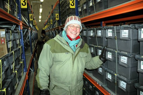 Landbruksminister Lars Peder Brekk er stolt av det frøet fra hele verden som er lagret inne i fjellet utenfor Longyearbyen.