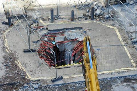 Åtte måneder etter 22. juli, skal Statsbygg gå i gang med å tette bombekrateret utenfor høyblokka.