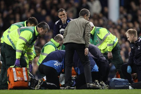 Fredag kveld falt Fabrice Muamba om med hjertestans på banen i FA-cupkvartfinalen mellom Tottenham og Bolton på White Hart Lane.
