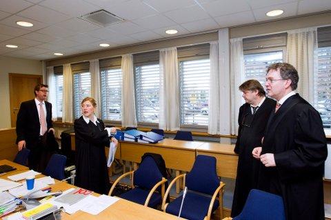 IKKE SKYLDIG: Anders Westeng (t.v), Anette Barlinn, Hans Olav Bytingsvik og Halvard Helle sine klienter nekter alle for straffskyld.