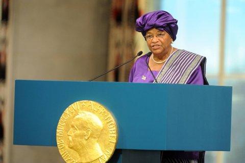 Fredsprisvinner Ellen Johnson-Sirleaf provoserer utviklingsminister Erik Solheim med sine holdninger til homofile.