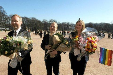 De nye SV-statsrådene Inga Marte Thorkildsen, Bård Vegar Solhjell og Heikki Holmås, på slottsplassen fredag.