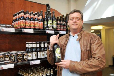 Fremskrittspartiets Harald T. Nesvik vil ha sterkøl inn i butikkhyllene. Nå må Ola og Kari gå på Polet for å få slikt øl.