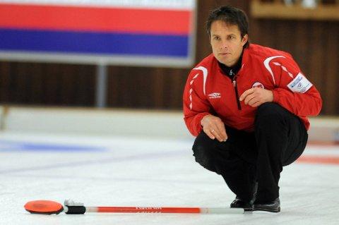 Norges curlinglag slo USA 9-4 i VM tirsdag ettermiddag, og Thomas Ulsruds lag henger med i kampen om sluttspillplass.