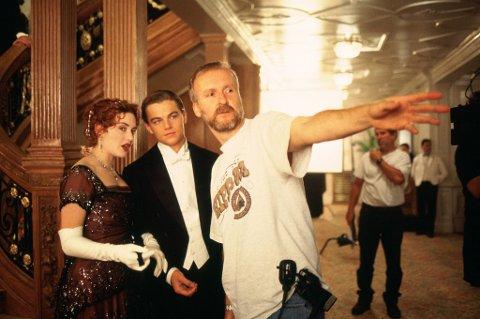Regissør James Cameron sammen med hovedrolleinnehaverne Leonardo DiCaprio og Kate Winslet under innspillingen av «Titanic».