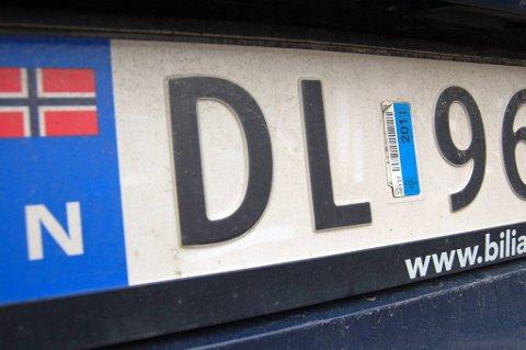 Avviklingen gjelder fra og med 2012 og betyr at bileiere ikke lenger får tilsendt klistremerker som bevis på at årsavgift og forsikring er betalt, og at EU-kontrollen er gjennomført.