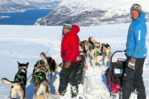 Innerst i Langfjordbotn lever Marianne Skjøhaug og Arne Karlstrøm det gode hundeliv. Foto: Jørn Losvar