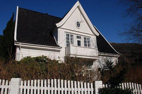 Boligprisene sprenger alle rekorder landet rundt. Denne boligen i Bergen ble solgt til 3,2 millioner over takst denne uka.