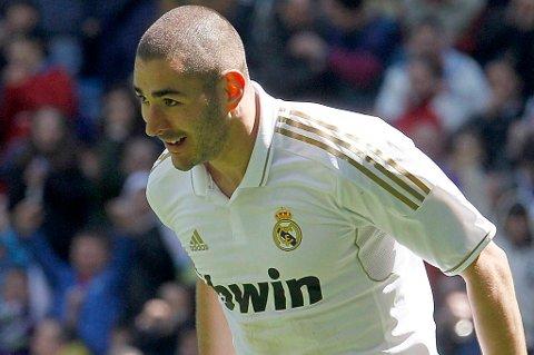 Karim Benzema scoret to da Real Madrid lekte med Sevilla.