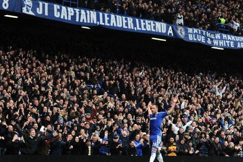 John Terry hylles av Chelsea-fansen.
