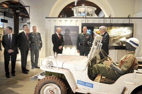 Kong Harald og statsminister Jens Stoltenberg var til stede under markeringen av veterandagen tirsdag.