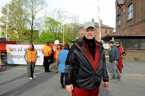 Leder i Norges Bondelag, Nils T. Bjørke, var på plass ved Bjølsen Valsemølle tirsdag morgen.