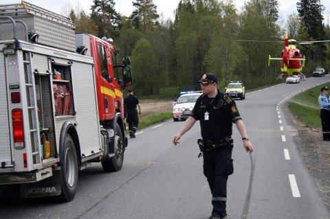 OMKOM: En 18 år gammel mann omkom i en trafikkulykke på riksvei 120 i Enebakk onsdag ettermiddag. FOTO: BREDE HØGSETH WARDRUM