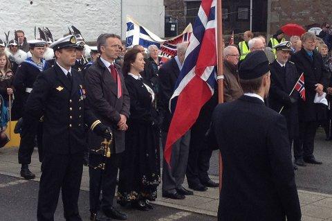 At den norske englandsfarten under andre verdenskrig ikke bare er et fjernt minne, fikk statsminister Jens Stoltenberg (Ap) erfare da han feiret 17. mai på Shetland.