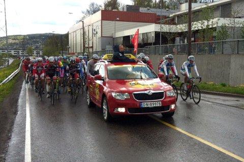 ROLIG FØRST: Syklistene syklet rolig fra Lillestrøm sentrum og til Leirsund. FOTO: STIG ATLE BAKKE