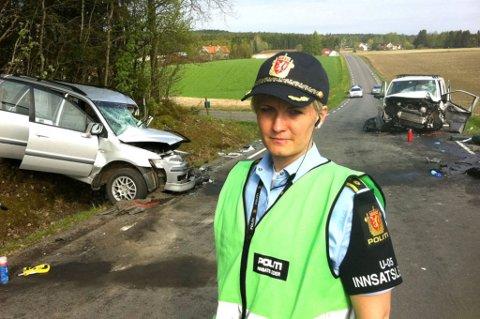 KRAFTIG SMELL: To biler har kollidert på Vestsidavegen mellom Brårud og Vormsund i Nes. Politiets innsatsleder Marit Furuseth