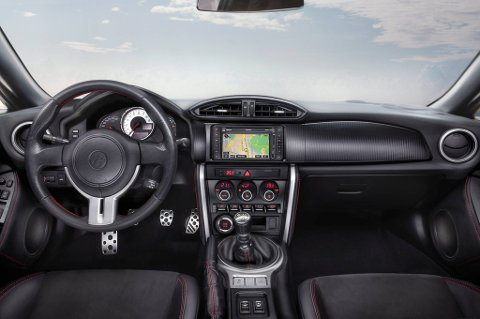 Innvendig fremstår bilen som en relativt fokusert sportsbil, og Toyota er klare på at de ikke skal forsøke å være Audi eller BMW.