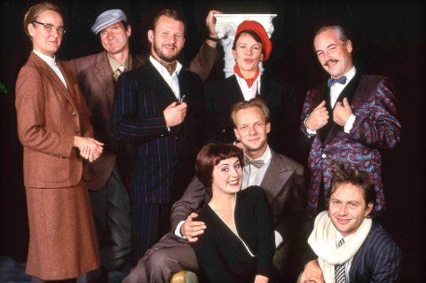 Mange har vært med i Thesbiteatret i en årrekke. Her ser du en gjeng i 1991, og her er det flere kjente fjes som var med i «Musefella» den gangen også.
