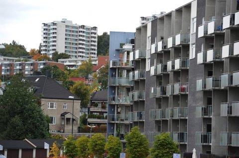 Ungdom har vanskeligheter med å komme inn på boligmarkedet i dag, både på grunn av prisutviklingen og økte egenkapitalkrav. Derfor ser de mørkt på framtiden.