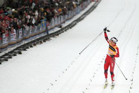 Marit Bjørgen jubler etter å ha vunnet sprinten i Drammen. Nå får hun sjansen til å vinne der i alle fall én gang til, bysprintene kan nemlig forsvinne fra terminlisten.