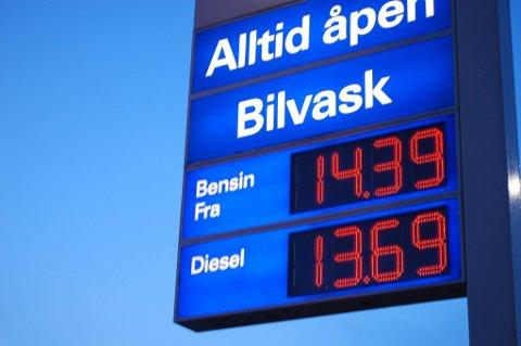 Prisen på bensin er på full fart nedover.