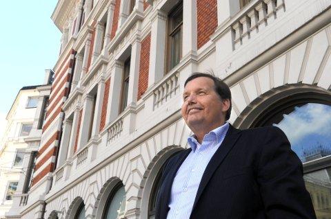 Frps nestleder Per Arne Olsen terger regjeringen og vil bevilge mer penger til eldreomsorgen.