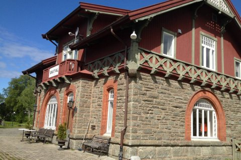 Skatval stasjon ligger 65,9 meter over havet og ligger ved Nordlandsbanen. Nå skal huset selges.