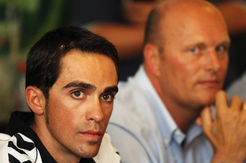 Alberto Contador blir værende hos Bjarne Riis.
