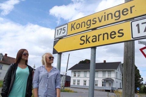 ØNSKER SKARNES: Kongsvinger-jentene Sara Helledal (til venstre) og Thea Cathrine Morterud vil gå på Skarnes videregående skole, men fikk beskjed om å holde seg til sin egen kommune. Foto: Mattis Holt