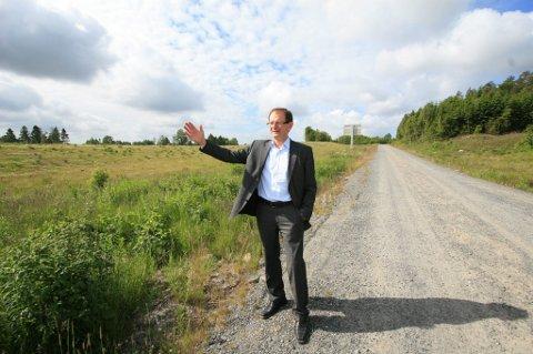Tror på IKEA-svar: Fylkesmann Erling Lae har lagt press for å få en snarlig IKEA-avgjørelse. Og Lae har fått forsikringer om at den kommer. Men fylkesmannen aner ikke hva svaret eventuelt blir. (Foto: Erik Werner Andersen)