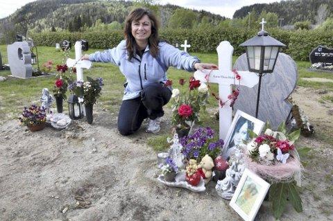 Anca Holst er lettet over at bispedømmerådet snudde i gravsteinsaken.
