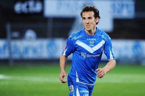 Sarpsborg 08s spanske back Alvaro Baigorri skal ha blitt utsatt for uprovosert vold i Sarpsborg sentrum natt til søndag.