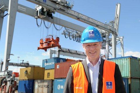 Sturla Henriksen i Rederiforbundet slår fast at sjøtransport er bedre for både miljøet og veiene.