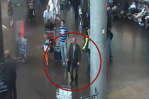 OPPDAGET: To menn skal ha kledd seg opp i dress og samarbeidet om å stjele fra flypaasasjerer på Gardermoen.  FOTO: POLITIET