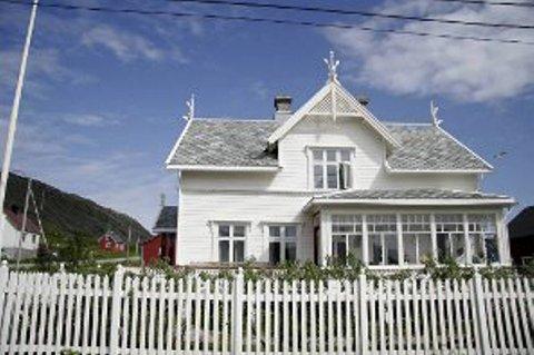 STOLTHET: Hovedhuset er Simles store stolthet. I likhet med alle hans andre eiendommer i Kongsfjord, skal det selges.