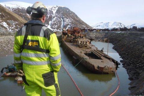 «Murmansk» er under opphugging utenfor Sørvær.