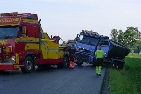 Asfalfalten i bilen som nesten havnet i åkeren holdt 170 grader. (Foto: Eva Almhjell/Vestfold fylkeskommune)