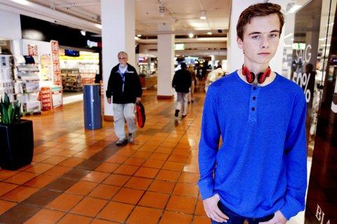 FORTVILER: Til tross for en iherdig innsats står 16 år gamle Sigve Hagesæter uten sommerjobb i år.
