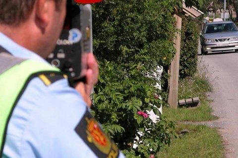 Utrykningspolitiet har flere kontroller, men likevel har færre mistet førerkortet i år enn i fjor.