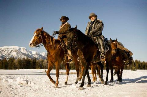 Jamie Foxx rir på hesten Cheetah, mens Christoph Waltz' hest er litt mer ukjent.