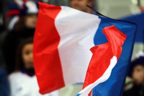 Hollande kommer fortsatt til å ha til smør på croissanten, ettersom den nye månedslønna vil lyde på nærmere 111.000 kroner.